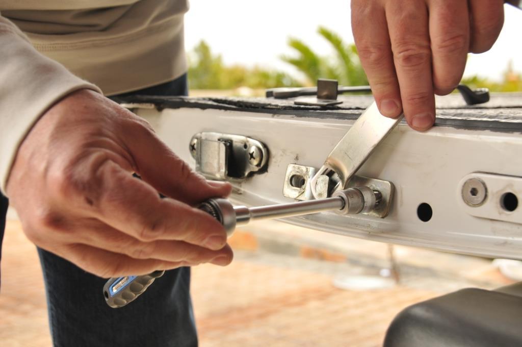 Tonneau Cover F150 >> EZ295 - EZ DOWN KIT (VERIN DE PORTE ARRIERE) FORD RANGER ...
